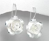 Cercei model trandafir din argint cu finisaj mat