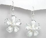 Cercei model floare din argint cu perla alba de cultura