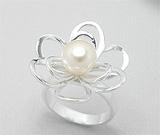Inel model floare din argint cu perla de cultura