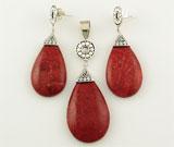 Set cu coral rosu si argint: cercei si pandantiv