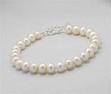 Ce semnifica culoarea bijuteriilor: Bratara cu perle naturale albe si argint