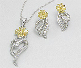 Set floare si lira: cercei si pandantiv din argint placat cu aur cu imitatii de diamante
