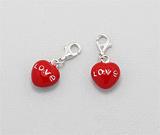 Cadouri de Dragobete: Un pandantiv din argint pentru bratara in forma inima rosie pictata cu email