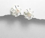 Cercei floricica din argint cu finisaj mat cu perla de cultura alba