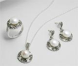 Set cercei, inel si pandantiv din argint cu marcasite si perle de cultura
