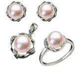 Set din argint cu aspect de aur alb: inel, cercei si pandantiv cu perla roz de cultura