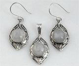 Set din argint cu piatra lunii: cercei si pandantiv