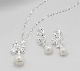 Set cercei si pandantiv din argint cu perle albe de cultura si cubic zirconia