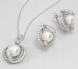 Set din argint cu perle de cultura si zirconia: cercei si pandantiv