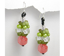 Cercei cu pietre semipretioase: cherry quartz, peridot si perle verzi