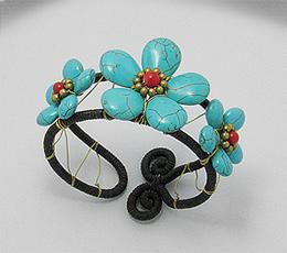 Bijuterii handmade - Bratara fixa din sfoara cerata cu flori din turcoaz reconstruit, coral rosu si alama