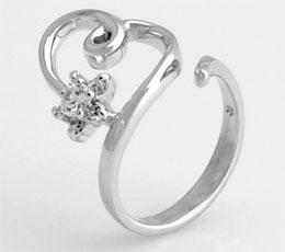 Inel ajustabil model inima din argint 925 cu aspect de aur alb cu cubic zirconia