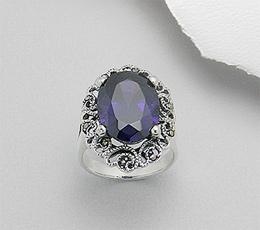 Inel din argint cu piatra mare ovala mov si marcasite