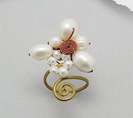 Inel ajustabil din alama cu perle de cultura si cupru