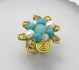 Inel ajustabil lucrat manual din alama cu cuart, turcoaz reconstruit si perle de cultura