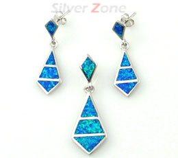 Set din argint cu opal albastru: cercei si pandantiv